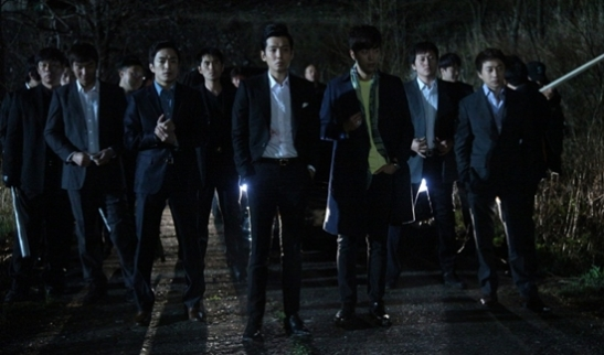 Nam Gyu Ri infiltre un gang pour retrouver le meurtrier de sa super copine, morte en tentant de démanteler un trafic de drogue. Mais elle tombe amoureuse du chef du gang.